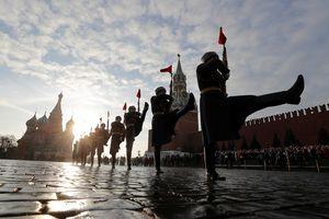 'Biển người' duyệt binh kỉ niệm cuộc Cách mạng tháng Mười Nga huyền thoại