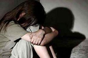 Hiếp dâm trẻ em, 'yêu râu xanh' lĩnh án 9 năm tù
