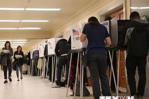 Bầu cử giữa kỳ Mỹ: Cử tri rất quan tâm vấn đề chăm sóc sức khỏe