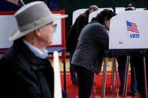 Người dân Mỹ xếp hàng bầu cử từ sáng sớm