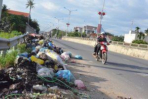 Quảng Ngãi: Rác ngập đường, nhà máy xử lý vẫn chậm tiến độ