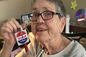Bầu cử giữa kỳ ở Mỹ: Cụ bà 82 tuổi lần đầu tiên trong đời đi bỏ phiếu chỉ vài ngày trước khi chết