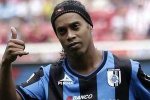 Ronaldinho bị giữ hộ chiếu, chỉ còn 6 đôla trong tài khoản
