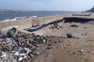 Ninh Thuận: Sóng biển xâm thực gây sạt lở nhiều tuyến đê kè ven biển