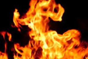 Níu kéo vợ không thành, chồng đổ xăng đốt vợ