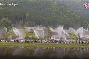 Kỳ thú những ngôi nhà hơn 300 năm biến hình chữa cháy nơi làng cổ Nhật