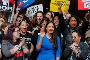 Bầu cử Mỹ: Từ nhân viên bồi bàn trở thành nữ nghị sỹ trẻ nhất lịch sử Mỹ