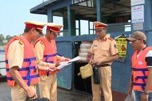 Tăng cường kiểm tra, xử lý phương tiện thủy vi phạm trên sông Hồng