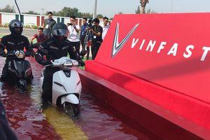 Tầm giá 30 triệu đồng, mua xe điện VinFast Klara hay xe máy chạy xăng?