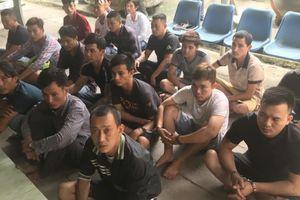 Bình Dương: Hai băng nhóm 60 người 'nói chuyện' bằng dao trong đêm, hàng chục cảnh sát trang bị súng để khống chế