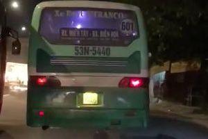 Xe buýt ở Sài Gòn leo vỉa hè chạy ầm ầm như xe máy, nhiều người hoảng hồn