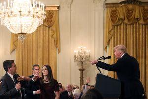 Nhà Trắng 'cấm cửa'một phóng viên của CNN vì có hành động thô lỗ