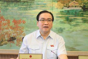 Trưởng đoàn ĐB Quốc hội TP Hà Nội Hoàng Trung Hải góp ý cho Dự Luật Kiến trúc