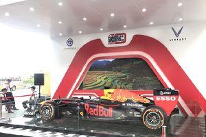Mục sở thị siêu xe đua F1 'ra mắt' người dân Hà Nội