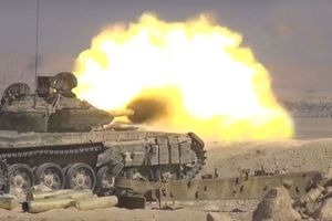 Xe tăng Syria thể hiện uy vũ, IS sắp vỡ trận