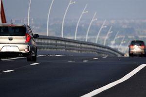 Cầu 7.300 tỷ lún võng từ trước khi trải thảm mặt đường