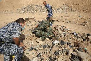 Rùng mình hố chôn tập thể chứa 12.000 nạn nhân bị IS sát hại