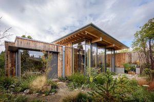 Ngắm nhà gỗ tiện nghi sử dụng cực ít năng lượng