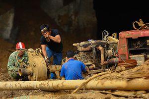 Hai phu vàng mắc kẹt trong hang: Chính quyền buông lỏng quản lý?