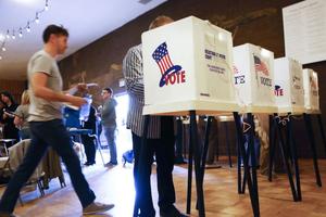 Bầu cử giữa kỳ Mỹ: Nghị sỹ đảng Dân chủ bang Florida đề nghị kiểm phiếu lại