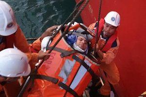 Cứu thuyền viên người Ukraine gặp nạn trên biển Việt Nam