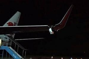 Máy bay Lion Air chở 143 người va trúng cột ở sân bay