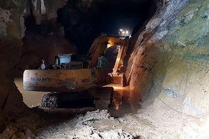 Hai phu vàng mắc kẹt trong hang ở Hòa Bình: Phần nghìn tia hy vọng