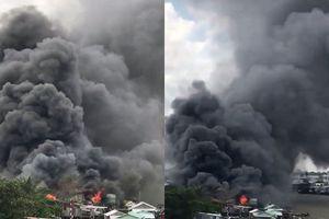 Clip biển lửa ngùn ngụt thiêu rụi dãy nhà ở chợ nổi Cái Răng