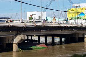 Chìm sà lan ở Cần Thơ, 4 người thoát chết