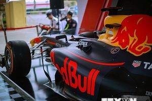 Cận cảnh siêu xe đua F1 'ra mắt' tại Hoàng thành Thăng Long