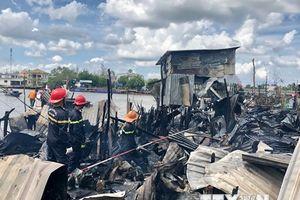 Cần Thơ: 5 căn nhà ở khu vực chợ nổi Cái Răng bị thiêu rụi hoàn toàn