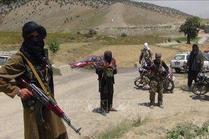Ít nhất 23 người thương vong trong vụ tấn công doanh trại quân sự ở Afghanistan