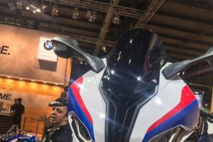 Siêu mô tô 'cá mập' BMW S1000RR 2019 cực mạnh ra mắt