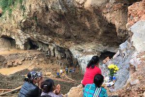 Vụ sập hầm vàng ở Hòa Bình: Người thân đã chuẩn bị phương án xấu nhất