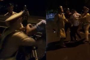 Thực hư video 'tố CSGT làm sai luật, bóp cổ người dân'?