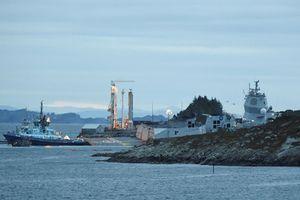 Đâm vào tàu chở dầu, khu trục hạm của Na Uy chìm nửa thân