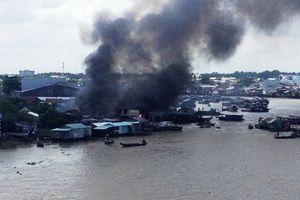 Cần Thơ: Một vụ cháy thiêu rụi 05 căn nhà của người dân