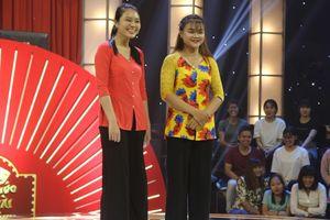 Chân dung 2 cô gái khiến Trấn Thành phải cúi đầu xin lỗi khán giản trên sóng truyền hình