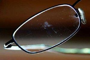 Mách bạn một vài mẹo xử lý mắt kính bị trầy xước cực hay