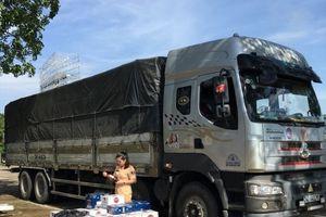 Thanh Hóa: CSGT bắt gần 9 trăm chai rượu giả