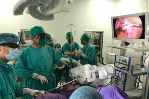 Lần đầu tiên ứng dụng cánh tay robot trong phẫu thuật
