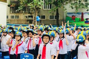 Trao tặng gần 1.000 mũ bảo hiểm cho học sinh Trường Tiểu học Ba Đình, Hà Nội