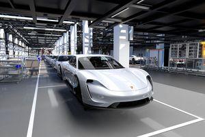 Porsche vung tiền 'khủng' đầu tư cho mẫu xe Taycan mới