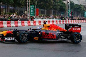 Chiêm ngưỡng mẫu xe F1 khủng sẽ dự đường đua Hà Nội