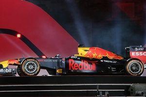 Chiếc xe đua công thức 1 chính thức ra mắt người dân Thủ đô