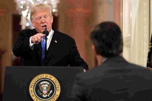 Trump lại nổi nóng và mắng phóng viên CNN là 'kẻ thù của nhân dân'