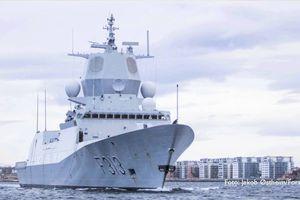 Tàu chở dầu đâm khu trục hạm, 7 người thương vong