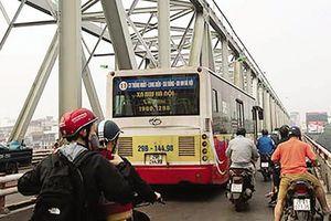 Sau vụ ôtô Mercedes lao xuống sông Hồng: Nhiều việc đặt ra với cầu Chương Dương