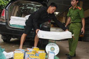Quảng Trị: Dùng ô tô biển số giả vận chuyển hàng trăm kg pháo lậu