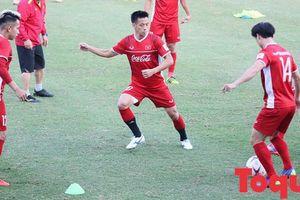 Tú Dưa nhắn Tuấn Hưng hãy 'thôi bình luận' đội tuyển Việt Nam tại AFF Cup để đổi 'phong thủy'